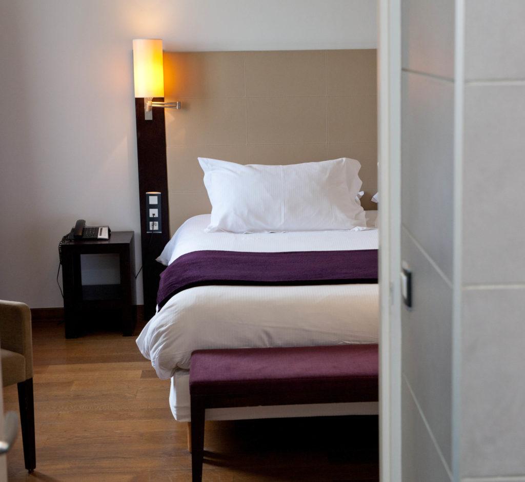 id e cadeau hotel restaurant aveyron une nuit. Black Bedroom Furniture Sets. Home Design Ideas